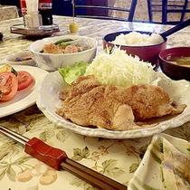 *【夕食一例】ボリュームたっぷりのお食事をご用意させて頂きます。
