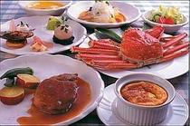 7.オーガニックにこだわったカラダに優しいお料理.11月初旬頃からカニがおひとり片身付きます(料理例)