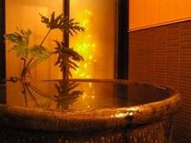 17.館内の美濃焼きのお風呂