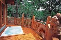 2.木彫りの動物たちが見守ってくれる露天風呂