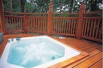 3. ぐるりと緑に囲まれ、心地良く入浴できる貸切ジャクジー