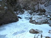 板敷渓谷の全面結氷
