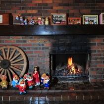 暖炉と小人