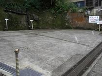 当館の斜め前にあります駐車場です。