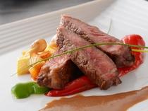 特選牛ステーキ(夕食一例)/レストラン