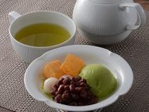 白玉抹茶アイスと緑茶/カフェ