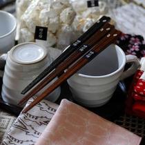 【おみやげ】売店では、旅の思い出にここでしか手に入らない宿オリジナルの商品も。ぬくもりある品々が揃う