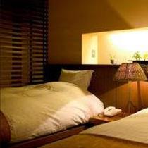 【アトリエ風洋室「あおい」】シモンズの幅120cm・長さ195cmサイズのベッド。心地良い眠りを約束