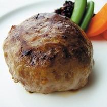 【米沢牛ハンバーグ】米沢牛の香りと、甘味のある肉汁があなたを魅了します。