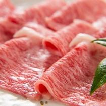 きれいなサシの入ったお肉。すき焼きやしゃぶしゃぶで、柔らかくとろけるような美味しさをご賞味ください