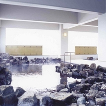 *【露天風呂】開放的な雰囲気の中で温泉浴を満喫。