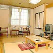 *【客室一例】畳のお部屋でのんびりお寛ぎ下さい。