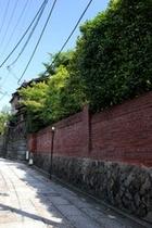 石塀小路(歩1分)