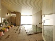 自然に囲まれた大浴場でごゆっくりおくつろぎください♪