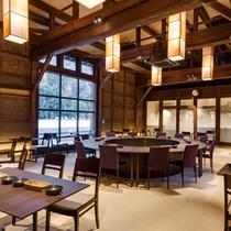 築100年以上の発酵蔵をリノベートしたレストラン。ご宿泊の夕朝食もこちらでどうぞ。