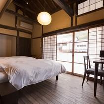 【桂】1~2名 窓に竹田城跡の四季の移ろいを望む人気のお部屋