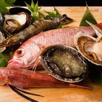 地元・香住漁港で水揚げされた魚介類もお楽しみいただけます。