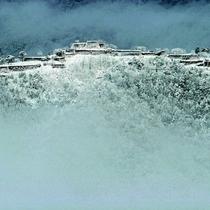 冬にしか見れない神秘的な白銀の竹田城跡