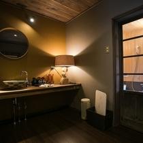 【楠(くすのき)】1~6名 一棟貸切客室の楠(くすのき)には愛犬と入れるお風呂も