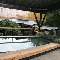 源泉かけ流しで、露天風呂・檜(ヒノキ)風呂でご堪能いただけます。
