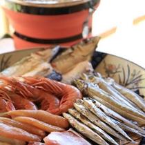 新鮮なお造りの皿鉢盛り、鮎、四万十うなぎ等の土佐料理。(一例)