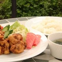 ランチ_ライス鶏の唐揚げセット