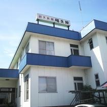 *【外観】JR越生駅から徒歩1分の好立地!観光、合宿、ビジネスに最適。