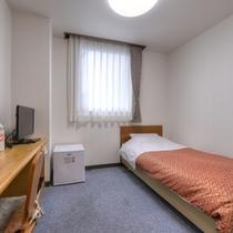*シングルC(客室一例)/シンプルながら機能的なお部屋はビジネスに最適!