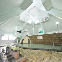 ピラミッド屋根の大浴場