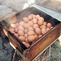 足湯の湯釜で出来る温泉卵
