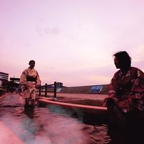 ほっとふっと105(長さ105メートルの日本一の足湯)夕景