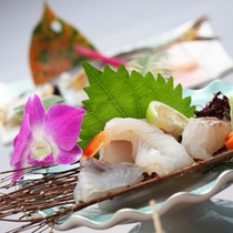 <夕食一例>新鮮な海の幸をお楽しみください。