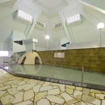 大浴場:ピラミッド屋根になっています。