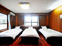 【客室】4名様以上は和室で布団をご用意いたします。