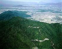 【伊吹山】日本百名山(標高1377㎞)山頂付近まで自動車道路。高山植物や紅葉など四季折々観賞できます