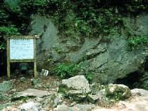 【河内の風穴】(多賀町)体感温度14度程、山奥のせせらぎ、洞窟気分が夏休みの涼スポット