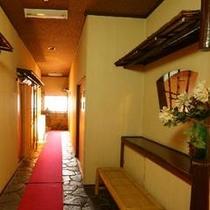 【廊下】明るい光が差し込む廊下