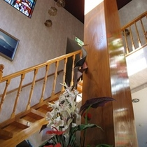 フロントから3Fへのぼる階段