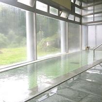 **男性大浴場(北野天満温泉)/入浴後に体に残った塩分が汗の蒸散を防ぐ、保湿性に優れた温泉