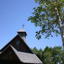 森の中に佇む教会