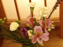 季節のお花も、飾っていますよ。