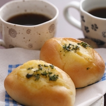 朝食には、「 若女将手作りのパンも、お出しします 」