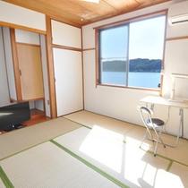 【和室8畳】お友達や家族旅行に、ゆっくりくつろいでいただける 和室タイプの海側のお部屋です。