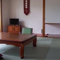 ③琉球和室 8畳+広縁 定員4名様 トイレ付き・禁煙