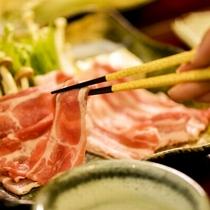 【源泉しゃぶしゃぶ膳】米沢豚はロースやバラなど部位を分けて召し上がってください
