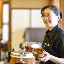 【朝食の名物「源泉粥」】美味しい朝食をご準備してお待ちしています