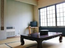 【客室(1-3名用】畳の香りに癒され、ゆっくりと寛げる空間。