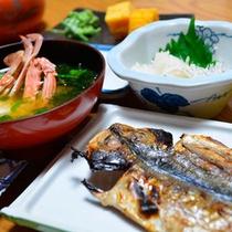 *朝食一例/炊き立てごはんと焼き魚、そして海の幸の味噌汁は伊豆の宿ならでは♪