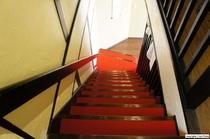 料亭時代を思わせる階段