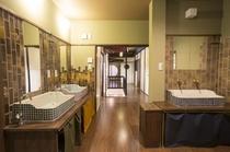 シャワールーム、洗面台/ Shower rooms, wash stand